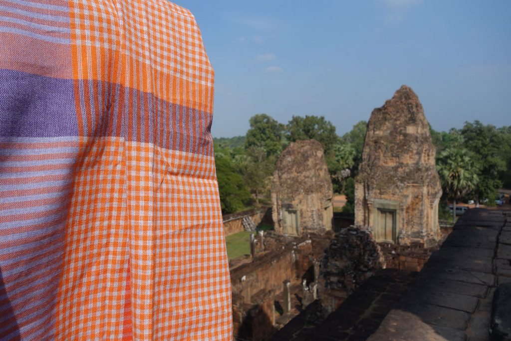 Temple d'Angkor avec le krama Sala Baï