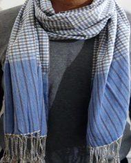 krama traditionelle königsblaue kleidung